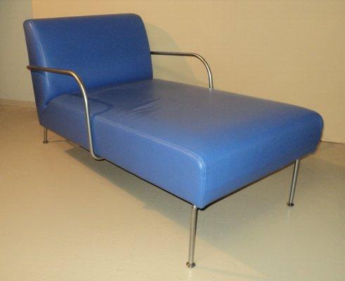 chaise longue en vinyle bleu d ikea italie annees 80