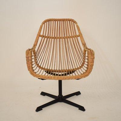 fauteuil pivotant mid century en metal noir et rotin france 1970s