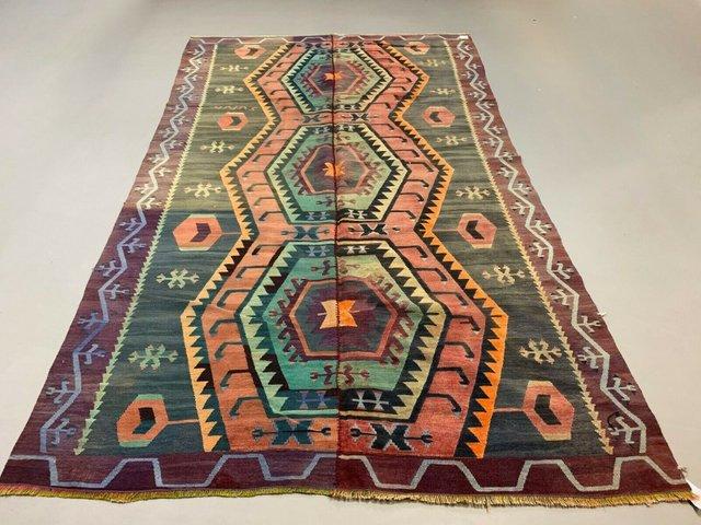 grand tapis kilim vintage en laine violet rose noire et bleue turquie