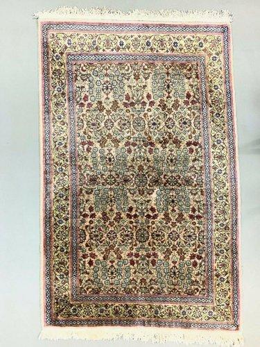 tapis vintage en soie vegan rose bleu et vert fait a la main turquie