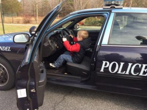 Young Visitor Thrilled With Time At Edgewater Police