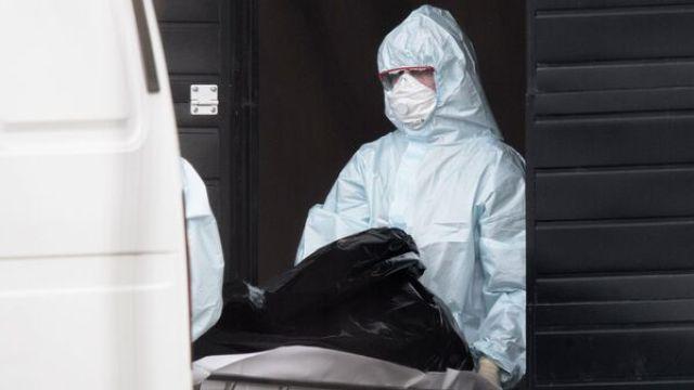 В Петербурге рассказали, как хоронят умерших пациентов с коронавирусом -  РИА Новости, 20.04.2020