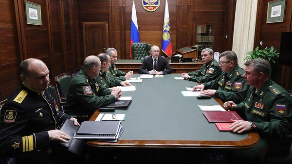 Путин встретился с командующими военными округами и Северным флотом