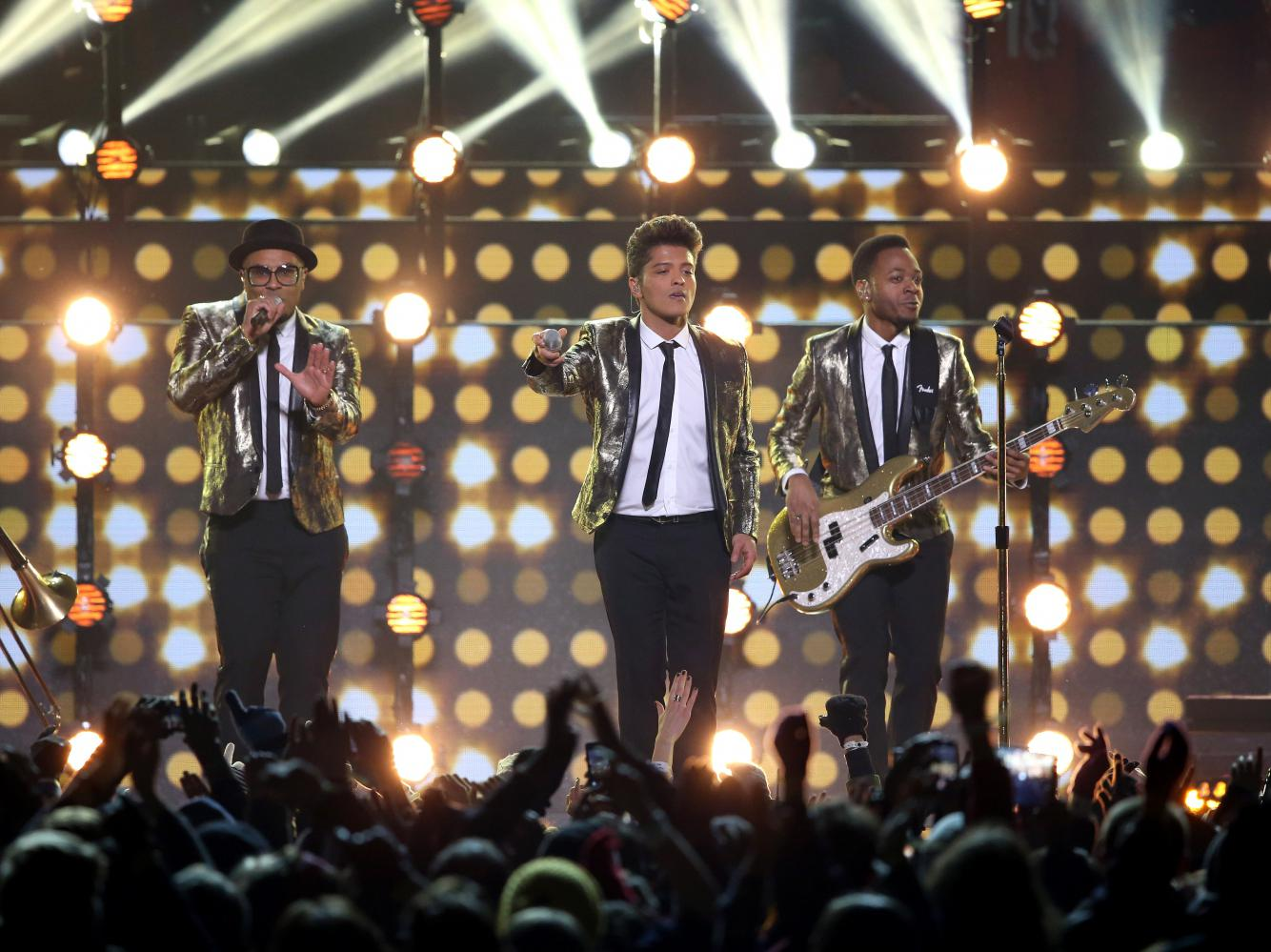 Super Bowl Regardez Bruno Mars Chanter Avec Les Red Hot Chili Peppers