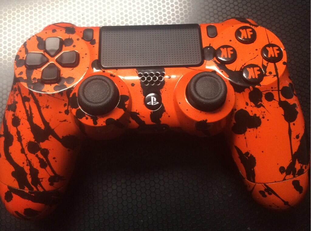 Watch The PS4s DualShock 4 Disassembled And Repainted In
