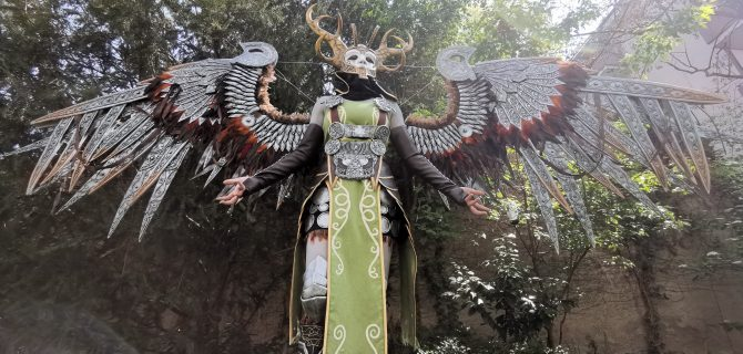 Let's Take a Moment to Appreciate This Valkyrie Cosplay from God of War