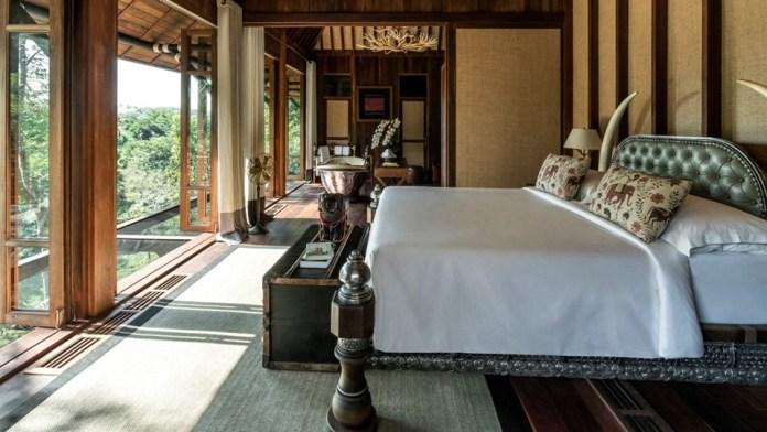 Khu nghỉ dưỡng bao gồm 15 phòng nghỉ tách biệt nằm trên một sườn đồi dài 1km. Du khách có thể lựa chọn khu nhà nghỉ đi kèm với hai phòng ngủ thoáng mát có hồ bơi ngoài trời với tầm nhìn tuyệt đẹp ra cảnh rừng xung quanh.