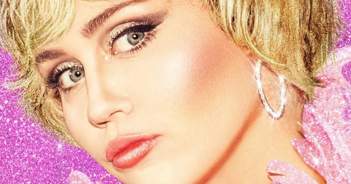 Miley Cyrus Bagikan Selfie Thong Jelang Stand by You Pride Concert Trailer