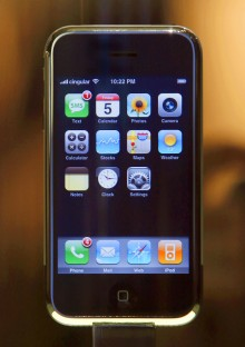 originaliphone 2 220x312 Apple veterans reveal backstage details of the making of the original iPhone