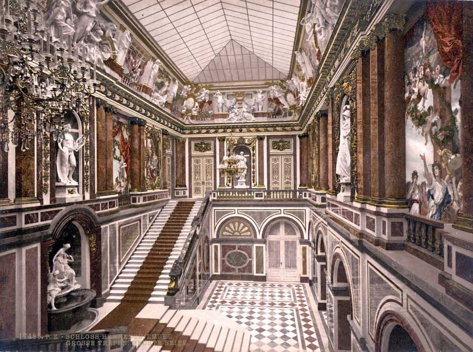 SchlossHerrenchiemseeTreppe-934x