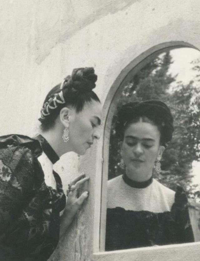 frida-kahlo-lola-alvarez-bravo-1944-2
