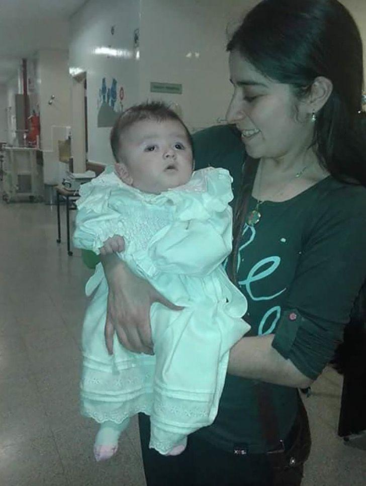 Captura de Pantalla 2020 11 16 a las 14.05.21 - Adotta una bebè con pochissima aspettativa di vita. Le ha donato i 5 migliori anni della sua vita