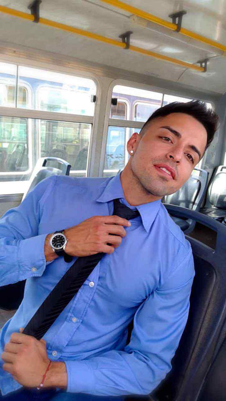 argentina bus colectivero transporte patagonia sexy0005 - Chofer de bus argentino roba el corazón de sus pasajeras. Es víctima de muchos piropos al trabajar