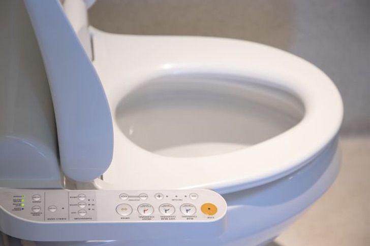 baños inodoros japon tecnologia calentar nachas traseros0000 - Inodoro japonés tiene todo lo que tu trasero necesita. Lo mantiene caliente y brilla en la oscuridad