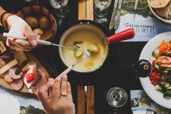esta receta fondue suiza queso derretido maxima expresion lujo apto invierno 2 - Esta receta de fondue suiza es el queso derretido en su máxima expresión. Lujo apto para el invierno