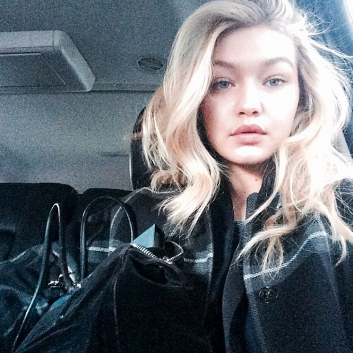 famosas selfie auto9 - 15 famosas que serían capaces de detener el tránsito por tomarse selfies en sus autos