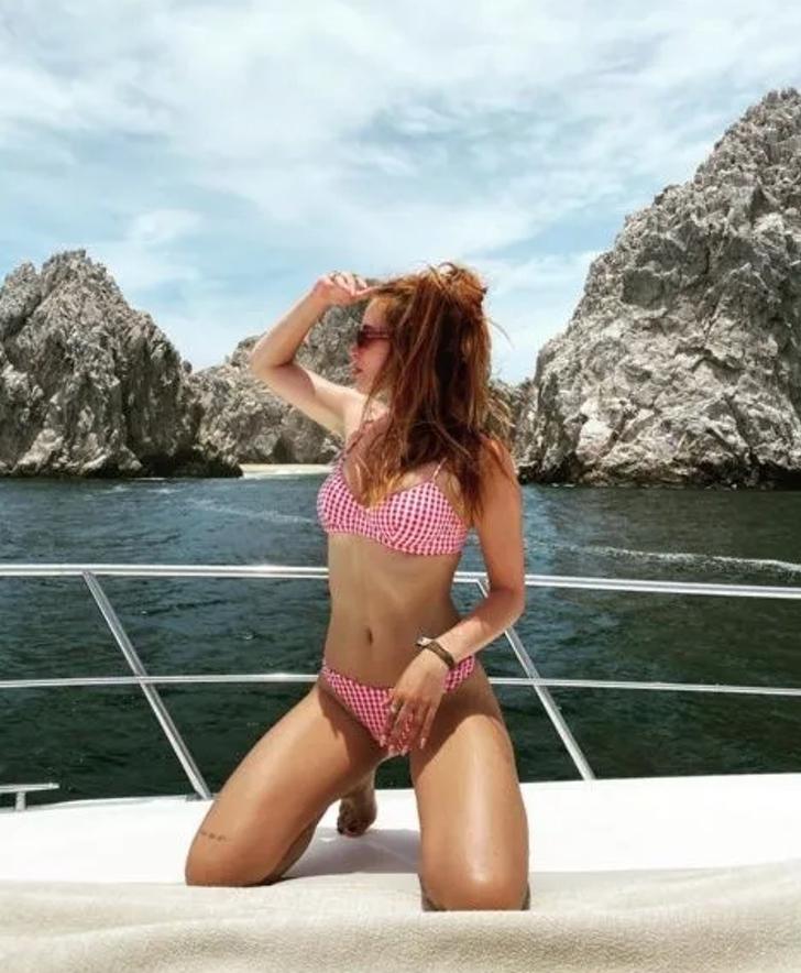 13 40 - 12 veces que las celebs usaron la pose de moda en bikini. Kourtney Kardashian fue la más osada