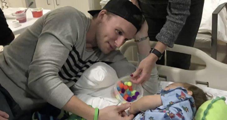 Captura de Pantalla 2021 02 05 a las 09.19.11 - Tío le dona un hígado a su sobrino y sus vidas cambian por completo. Comparten más que una cicatriz