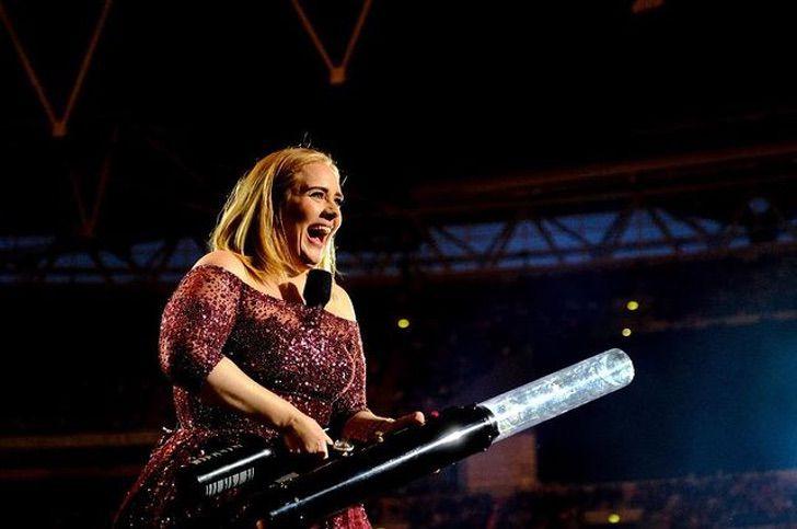 adele superbowl cantante musica opcion rihanna0005 - Adele está entre los artistas más pedidos para el próximo Super Bowl. Compite con Rihanna y Taylor Swift