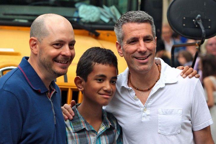 117588150 edf4ae90 6bb4 4161 8a8c bc64047a1777 1 - Bela evolução: 15 fotos de um garoto adotado por um casal homossexual que o encontrou no metrô