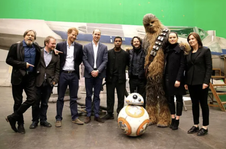 15 31 - 15 anécdotas del cine que son difícil de creer. Los príncipes Harry y William actuaron en Star Wars