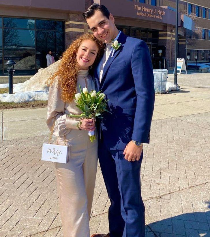 17 3 - 30 novias que no usaron el típico vestido blanco en su boda. Una se vistió de dinosaurio