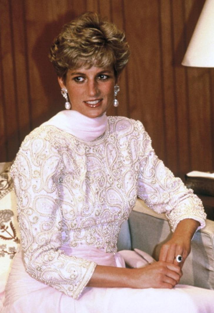 17 26 - 27 veces que Lady Di lució como toda una princesa con sus atuendos rosa