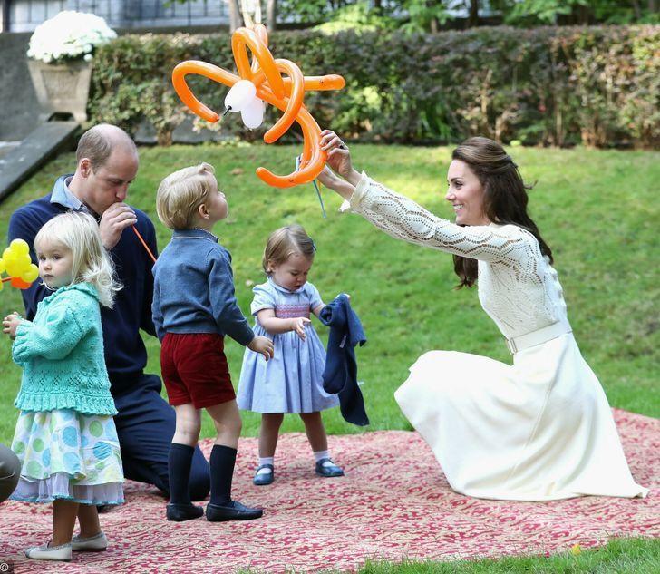 5 80 - 10 requisitos que debe cumplir el personal de la realeza para brillar ante la reina