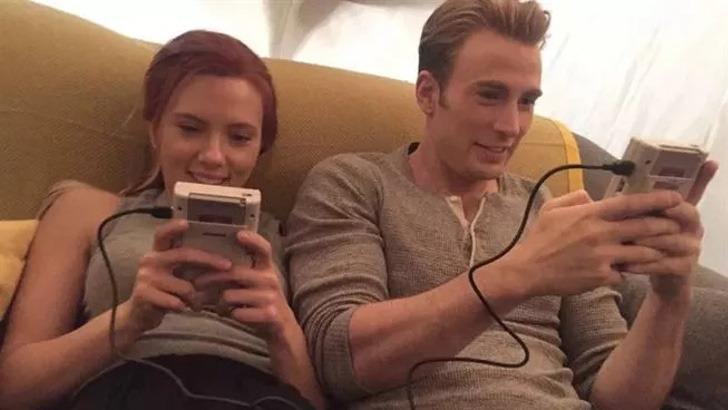 scarlett chris evans amigos0000 - Scarlett Johansson y Chris Evans son mejores amigos en la vida real. Se conocieron antes de la fama