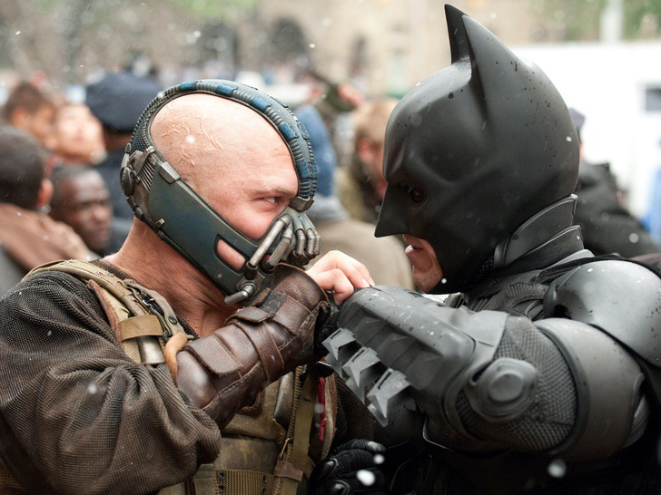 "batman warner bane mascara dccomic dolor pelicula0004 - Un recuerdo del dolor: Revelan lo que llevó a Bane a usar máscara en ""Batman: The Dark Knight Rises"""