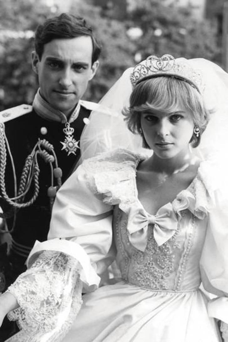 """2 111 - 10 actrices famosas que mostraron toda su elegancia para """"convertirse"""" en la princesa Diana"""