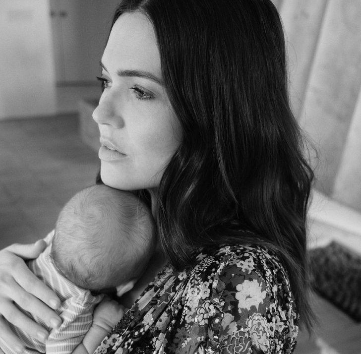 famosos nuevo hijo5 - 17 fotos de famosos luciendo completamente felices después de recibir a su primer bebé