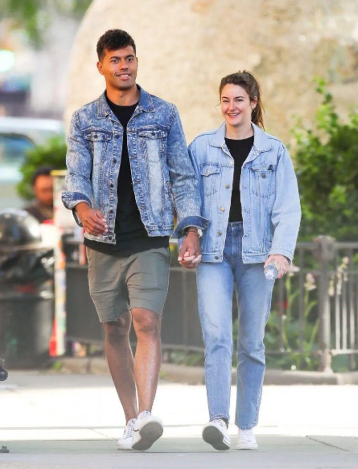 parejas famosos visten igual8 - 18 parejas de famosos que les encanta vestirse igual. Katie Holmes y su novio parecen gemelos