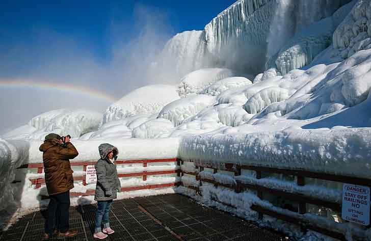 cataratas del niagara estados unidos009 - El frío sigue castigando sin piedad a Estados Unidos. Ahora se congelaron las cataratas del Niágara