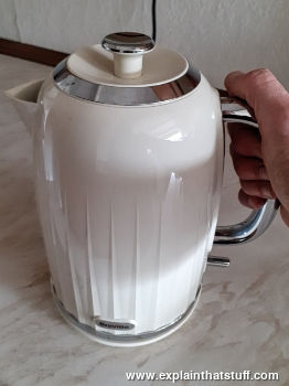 How do electric kettles work?  Explain that Stuff