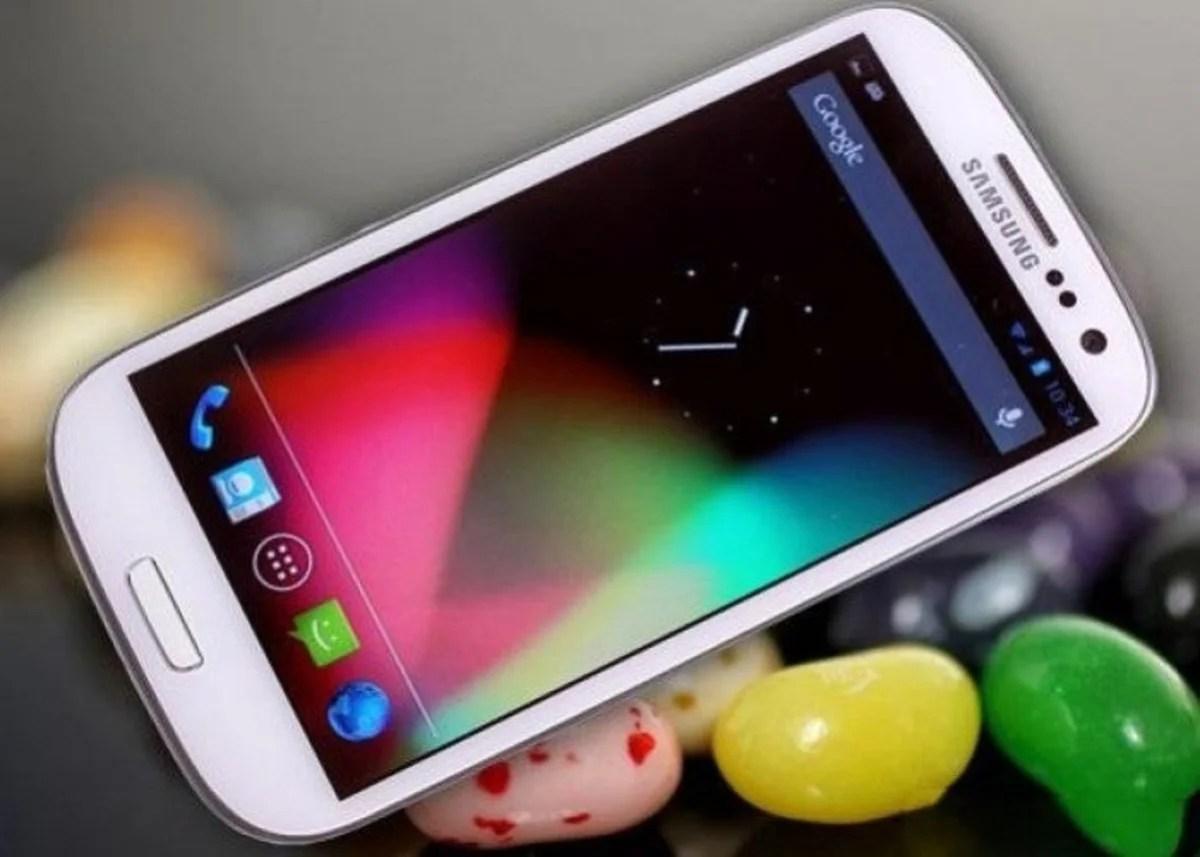 Foto del Samsung Galaxy S III con fondo Jelly Bean