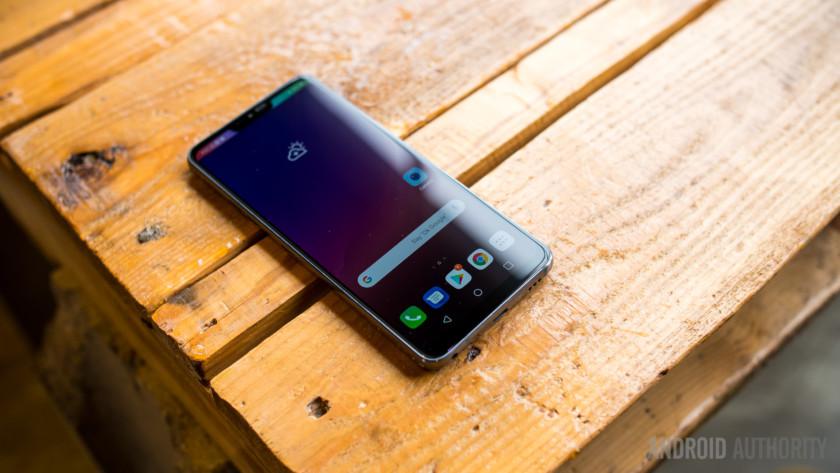 LG G7 ThinQ vs competition
