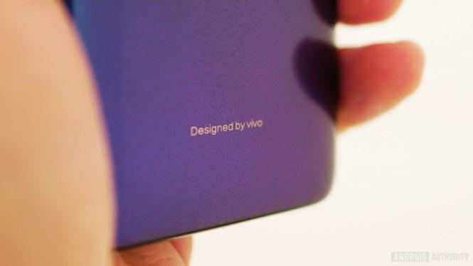Vivo V11 review - gradient closeup purple