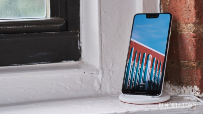Google Pixel 3 on Pixel Stand with Photo Frame