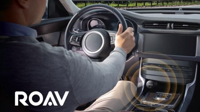 Ein Werbebild des Anker-Roav-Bolzens in einem Automobil.