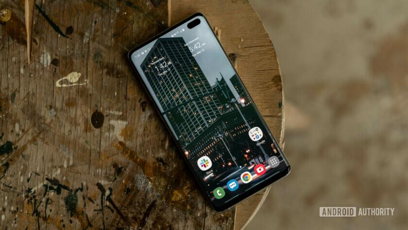 Samsung Galaxy S10 - the bezel-less phone