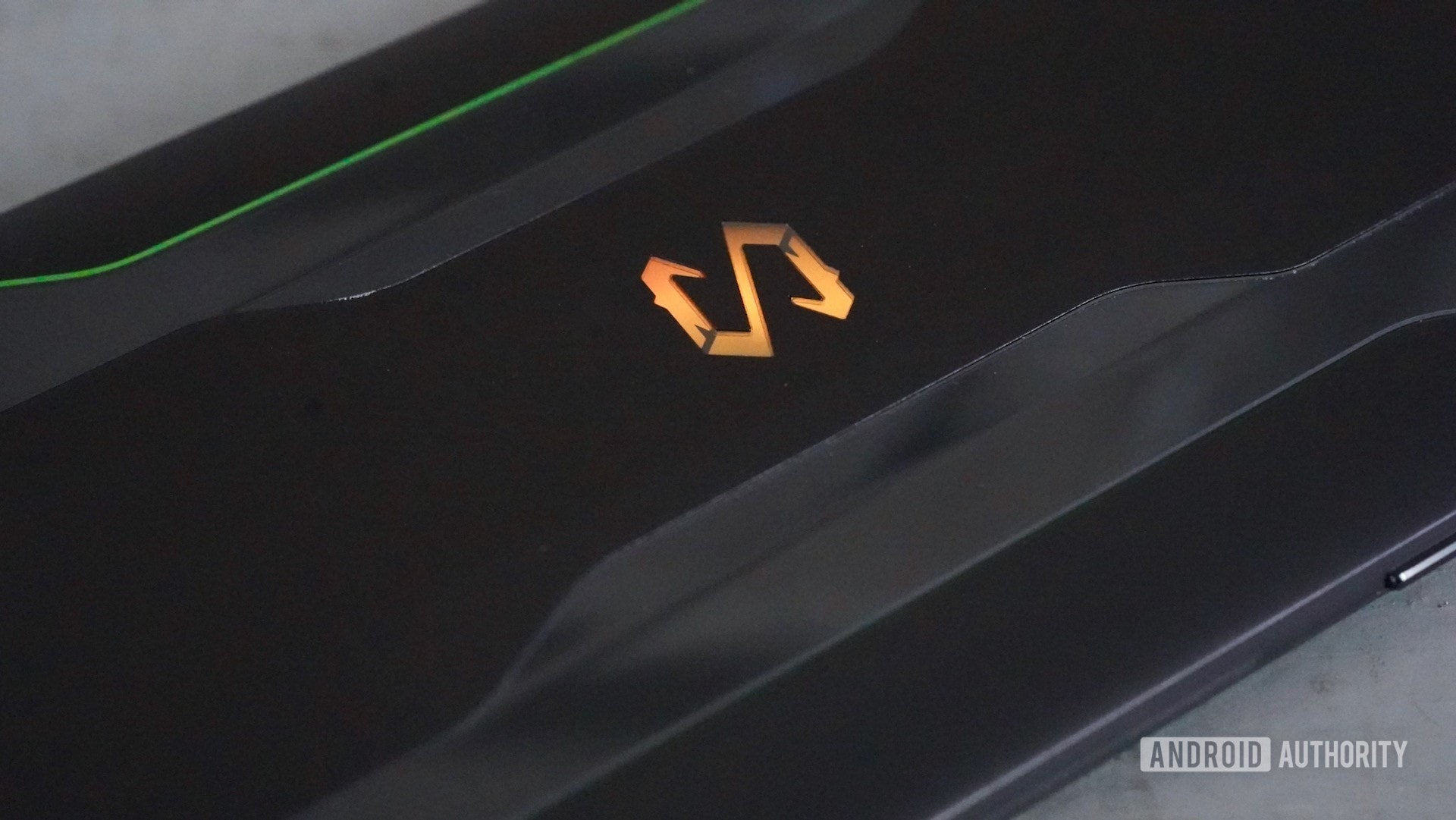 Logotipo iluminado do Black Shark 2 Review