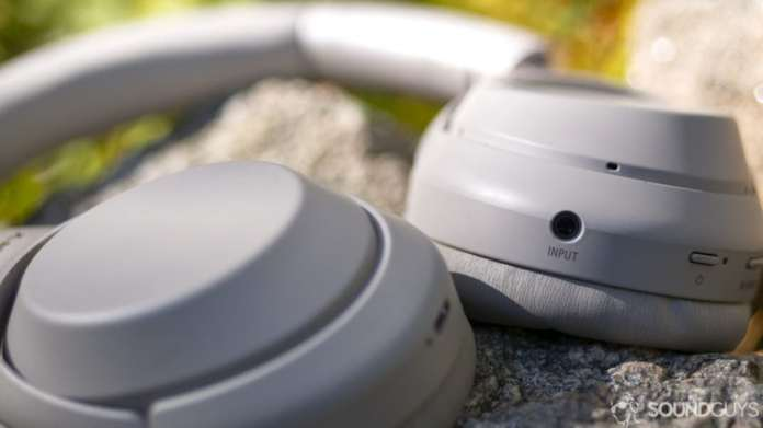 A picture of the Sony wh-1000x-m3 headphones.