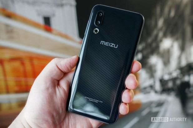 Meizu 16s rear, highlighting Carbon Black look