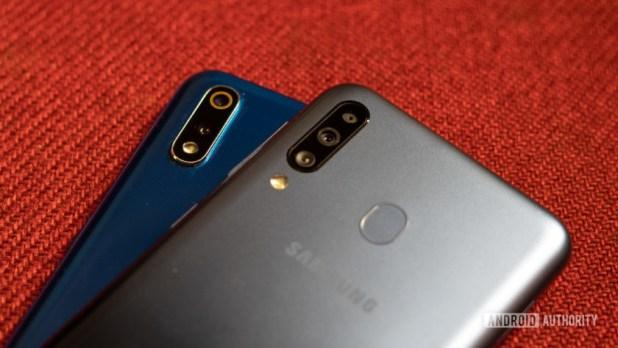 Realme 3 Pro vs Galaxy M30 close up of cameras