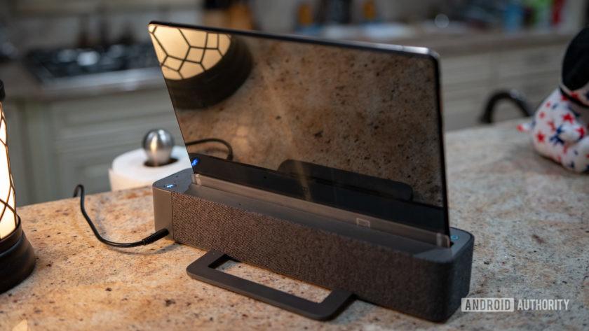 Lenovo Smart Tab P10 Docked Rear