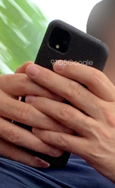 Google Pixel 4 leaked image in hand