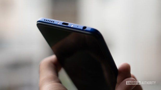 Vivo Z1 Pro microUSB port and headphone jack