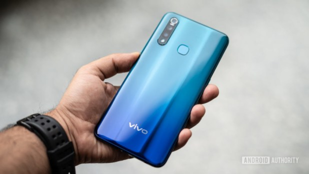 Vivo Z1 Pro back of phone in hand