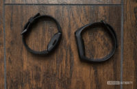 xiaomi mi band 4 vs fitbit inspire hr bands on ground